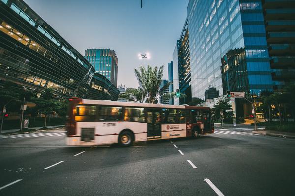bus-at-nighttime